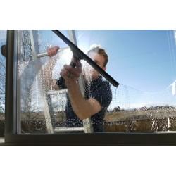 Как помыть окна на 5 с плюсом? О том, что такое шубка, сгон и телескопический шест